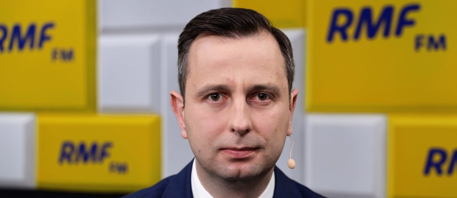 """""""Jedyne co oferujemy (Jarosławowi Gowinowi) to przystąpienie do frakcji zdrowego rozsądku, która zagłosuje za przesunięciem terminu wyborów 10 maja, żeby odbyły się w terminie bezpiecznym, w którym będzie można rzetelnie przeprowadzić wybory"""" – mówił w Porannej rozmowie w RMF FM lider PSL Władysław Kosiniak-Kamysz, pytany o propozycje, jakie opozycja rzekomo składa szefowi Porozumienia. """"Nie ma dyskusji o marszałku Sejmu, o listach wyborczych (dla Jarosława Gowina i posłów Porozumienia – przyp. RMF), bo one są jeszcze przedwczesne"""" – zaznaczył. """"Wszystkie dywagacje, również prowadzone przez moich kolegów, nie mają dzisiaj sensu. Dla bezpieczeństwa naszych rodaków i procesu wyborczego liczy się głosowanie nad przyjęciem uchwał Senatu dotyczących korespondencyjnego głosowania. I to będzie rozstrzygające"""" – powiedział szef ludowców."""