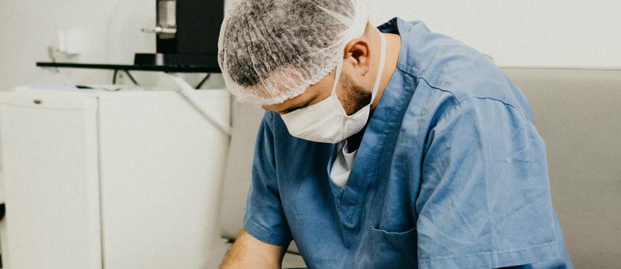 Personel Szpitalnego Oddziału Ratunkowego Szpitala Uniwersyteckiego w Zielonej Górze przygotował spot kampanii społecznej #wspierajmedyka, która ma zwrócić uwagę na problem traktowania pracowników służby zdrowia w czasie pandemii.
