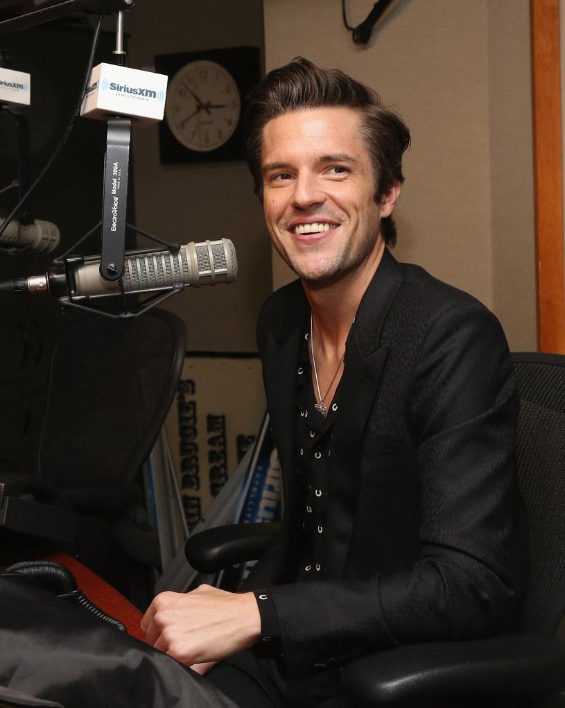 """Lider The Killers - Brandon Flowers - przyznał, że żałuje swojego występu w teledysku """"Mr. Brightside"""". Muzyk twierdzi, że wypadł fatalnie i jedyne co zrobił, to skompromitował się na oczach Erica Robertsa oraz Izy Miko."""