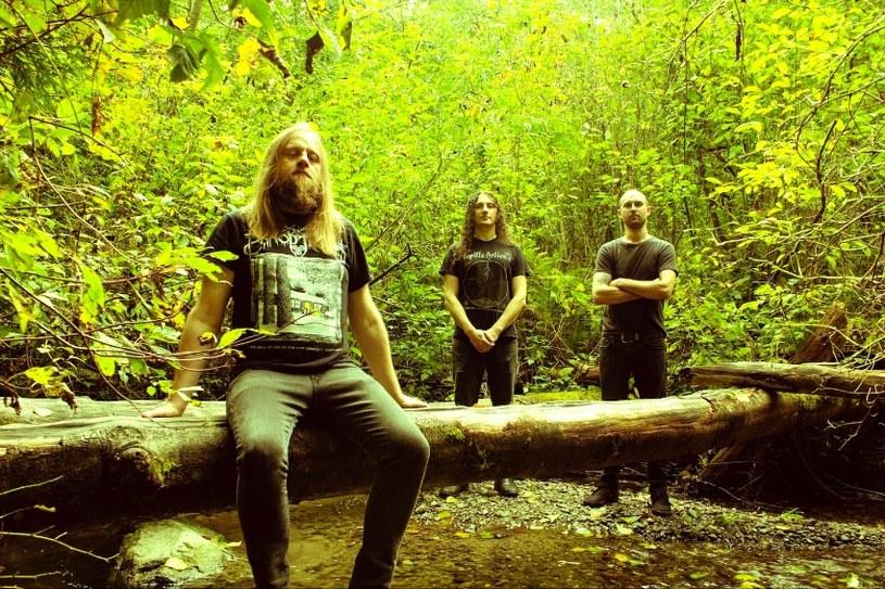 Sludge / doommetalowy duet Bell Witch z USA przygotował nową płytę we współpracy z folkowym projektem Aerial Ruin.