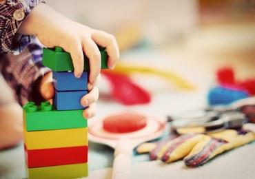 Posobkiewicz o otwarciu przedszkoli i żłobków: Dziecko może stanowić zagrożenie dla dziadków