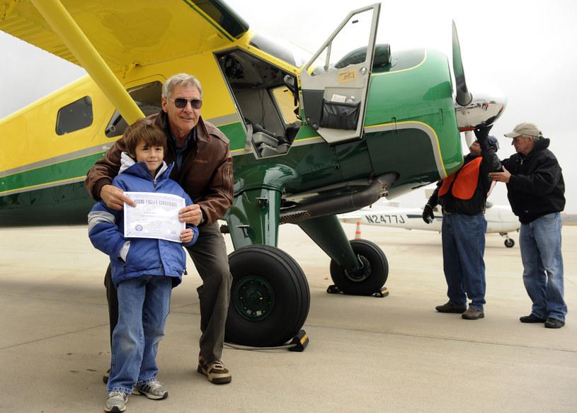 Federalna Administracja Lotnictwa (FAA) wszczęła śledztwo przeciwko Harrisonowi Fordowi. W piątek, 24 kwietnia, na lotnisku Hawthorne Municipal Airport w Los Angeles doszło do zdarzenia, w którym brał udział samolot pilotowany przez popularnego aktora.