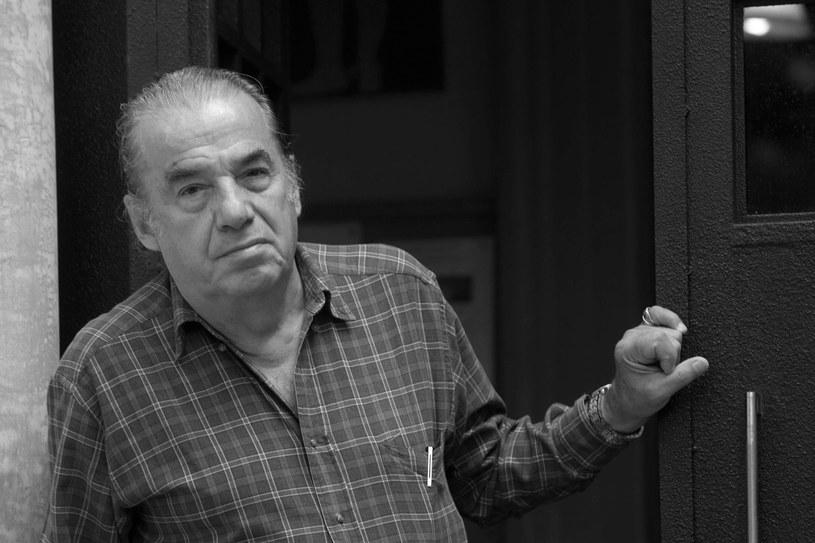 W wieku 85 lat zmarł aktor i jeden z najpopularniejszych piosenkarzy meksykańskich Oscar Chavez - poinformowało ministerstwo kultury Meksyku. Przyczyną śmierci Chaveza, który był także kompozytorem i aktorem, był prawdopodobnie koronawirus.
