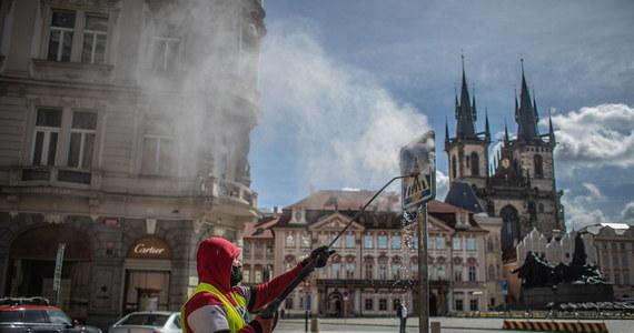 Czeskie władze przedstawiły zasady, które będą obowiązywać podczas odchodzenia od ograniczeń wprowadzonych w handlu, usługach i życiu społecznym w ramach walki z epidemią koronawirusa. Określono sposoby funkcjonowania szkół, galerii handlowych, obiektów sportowych i kin, które zaczną działać 11 maja.