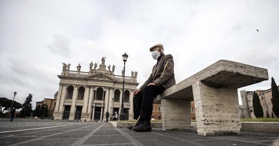 269 osób zakażonych koronawirusem zmarło minionej doby we Włoszech - podała w piątek Obrona Cywilna. Łączny bilans wzrósł do 28 236. Sytuacja epidemiczna poprawia się kolejny dzień z rzędu.
