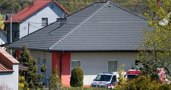 28 z 54 pacjentów prywatnego ośrodka opieki w Czernichowie, którzy mają dodatni wynik badań na obecność koronawirusa, zostało przewiezionych do szpitali zakaźnych w Śląskiem - poinformowała wieczorem rzecznik wojewody śląskiego Alina Kucharzewska.