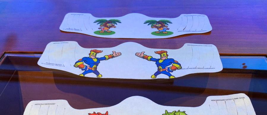 W 50 tysiącach punktów sprzedaży w całych Włoszech dostępne będą od poniedziałku maseczki ochronne po 0,50 euro. Zapowiedział to nadzwyczajny rządowy komisarz do spraw kryzysu epidemicznego Domenico Arcuri. Podkreślił również, że gotowe są już wzory specjalnych maseczek dla dzieci z rysunkami bohaterów z popularnych kreskówek, które szybko trafią na rynek.