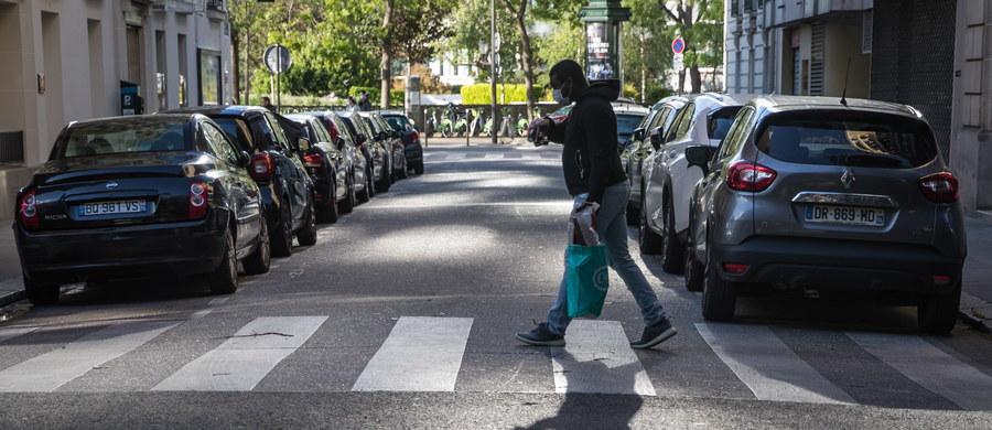 W ciągu ostatniej doby we Francji na Covid-19 zmarło w szpitalach i domach opieki 166 chorych. Od początku epidemii odnotowano w tym kraju 24 760 ofiar śmiertelnych koronawirusa. Stale spada liczba hospitalizowanych pacjentów.