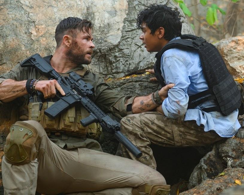 """Wszystko wskazuje na to, że film """"Tyler Rake: Ocalenie"""" pobije wszelkie możliwe rekordy oglądalności na Netfliksie. Platforma podała, że odtworzono go już dziewięćdziesiąt milionów razy."""