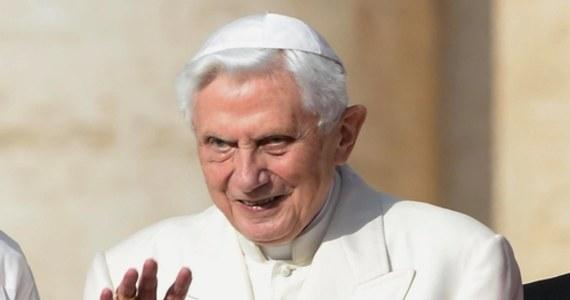 """""""Homoseksualne małżeństwa i aborcja na świecie to znak """"duchowej siły Antychrysta"""" - to słowa emerytowanego papieża Benedykta XVI przytoczone w jego nowej biografii napisanej przez niemieckiego dziennikarza i jego literackiego współpracownika Petera Seewalda."""