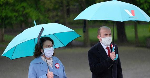 """""""Jestem głęboko przekonana, że 10 maja wyborów w Polsce nie będzie"""" – stwierdziła Małgorzata Kidawa-Błońska, kandydatka Koalicji Obywatelskiej na prezydenta. """"Mam nadzieję, że wybory w Polsce będą w czasie bezpiecznym dla zdrowia Polaków. Musimy ciągle pamiętać, że jesteśmy w szczycie pandemii, ciągle przybywa w naszym kraju zachorowań, więc nie można ryzykować życia i zdrowia Polaków"""" – powiedziała w Katowicach."""