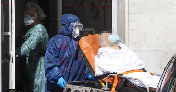 Mamy 69 nowych i potwierdzonych przypadków zakażenia koronawirusem – informuje w poniedziałek popołudniu Ministerstwo Zdrowia. Resort informuje również o 15 zgonach z powodu Covid-19. Według najnowszych danych z chorobą wygrało już 4095 osób.