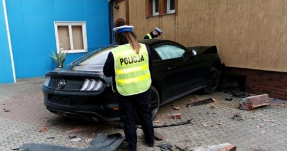 W olsztyńskim szpitalu dziecięcym zmarł jeden z braci bliźniaków, w których wjechał rozpędzony samochód. Prokuratura w Szczytnie złożyła odwołanie od decyzji sądu, który odmówił aresztowania sprawcy wypadku. 29-latek wyprzedzał przed przejściem dla pieszych i wjechał w znajdujący się na chodniku wózek z bliźniętami.