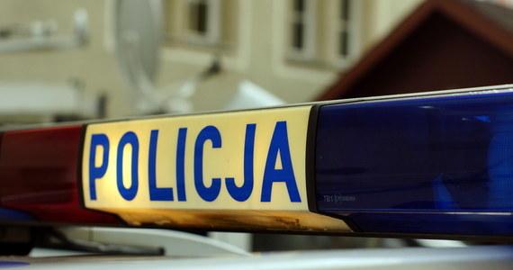 Makabryczne odkrycie w domu w miejscowości Jodłówka-Wałki koło Tarnowa w Małopolsce. Znaleziono tam skrępowane zwłoki starszego mężczyzny.