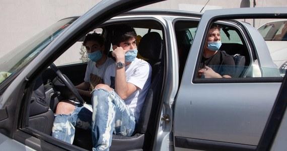 195 osób zakażonych koronawirusem zmarło ostatniej doby we Włoszech - podała Obrona Cywilna w poniedziałek w codziennym biuletynie. Łączny bilans zmarłych od początku epidemii w lutym wzrósł do 29 079.