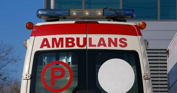 Tragiczny wypadek na S8 w Łódzkiem. Pomiędzy węzłami Róża i Łask zderzyły się dwa samochody. Zginęły dwie osoby, a dwie kolejne zostały ranne.