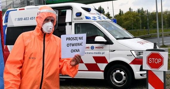 To jest balans pomiędzy względami ekonomicznymi a epidemicznymi - powiedział minister zdrowia Łukasz Szumowski, komentując stopniowe rozluźnianie obostrzeń wprowadzonych w związku z epidemią koronawirusa. Odniósł się również do kolejnego spadku liczby wykonywanych testów i rzeczywistej liczby zachorowań w Polsce.