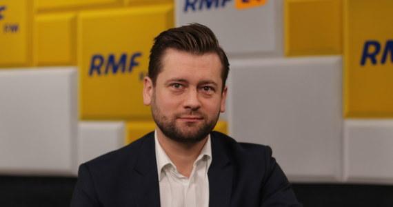"""""""Zagłosuję tak, jak w tamtemu poniedziałek, zagłosuję za tą ustawą, aczkolwiek rzeczywiście zmieniło się bardzo wiele"""" - powiedział w Porannej rozmowie w RMF FM poseł Porozumienia Kamil Bortniczuk."""