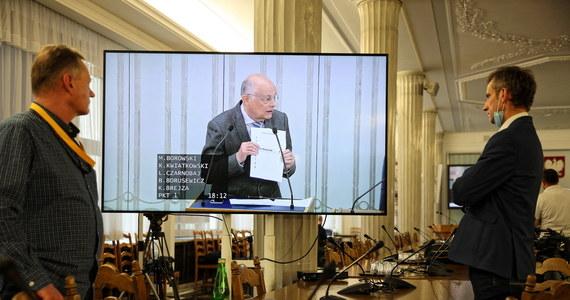 Ta ustawa nie nadaje się do zorganizowania wyborów, została tak skonstruowana, że liczenie głosów z pierwszego głosowania nie zakończy się przed terminem II tury - mówił w Senacie Marek Borowski (KO).