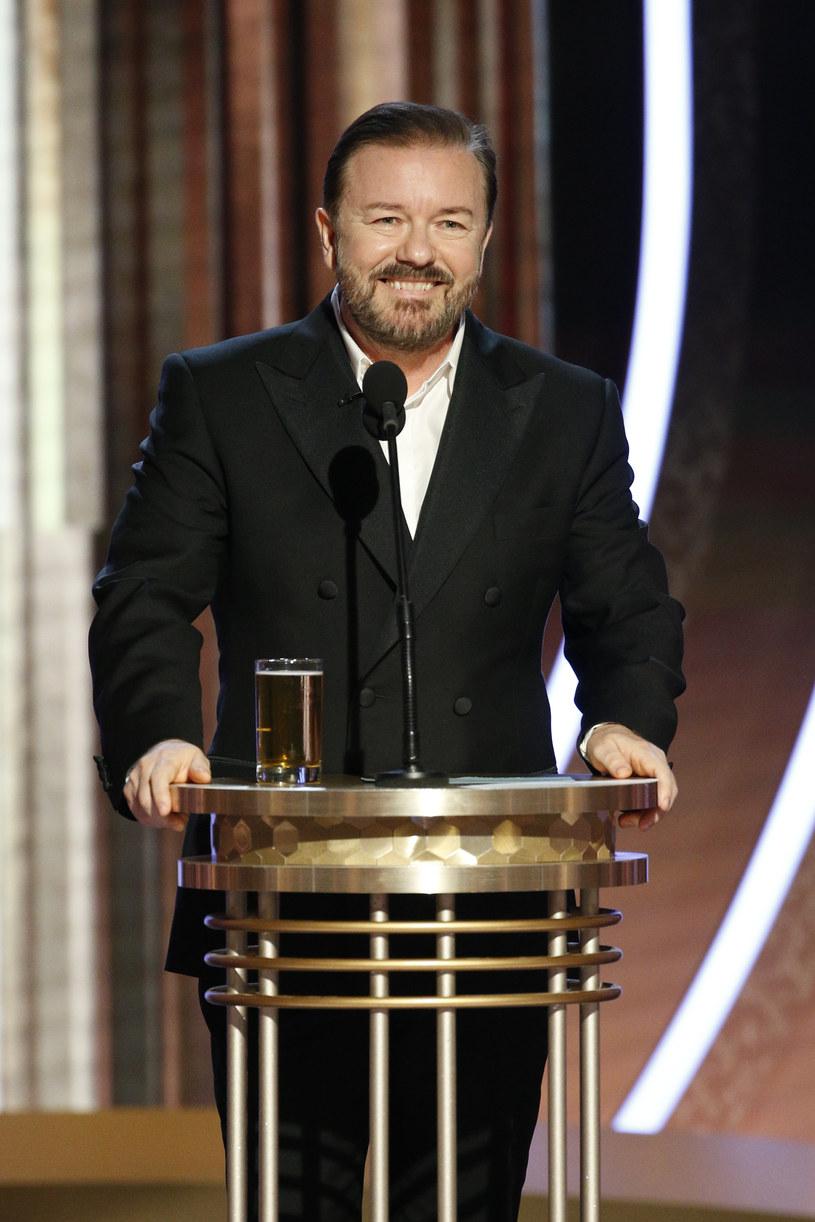 """Jednym z najczęściej dyskutowanych momentów tegorocznej ceremonii rozdania Złotych Globów był początkowy monolog prowadzącego galę Ricky'ego Gervaisa. Teraz popularny komik opowiedział o kulisach przygotowywania tego występu. Zdradził, że dowcipy o pedofilii czy ISIS nie wzbudziły tylu wątpliwości, co dowcip o Judi Dench i jej roli w ekranizacji musicalu """"Koty""""."""