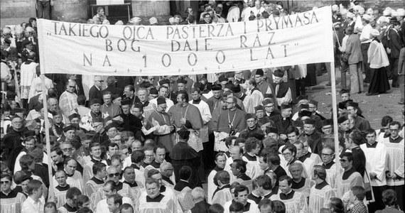 Z powodu pandemii koronawirusa odwołano pięć beatyfikacji zapowiedzianych na te miesiące - ogłosił w środę prefekt Kongregacji Spraw Kanonizacyjnych kardynał Angelo Becciu. Wśród nich wymienił ogłoszenie błogosławionym prymasa Stefana Wyszyńskiego planowane na 7 czerwca.