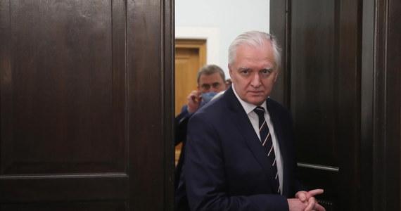 """""""Po wielu tygodniach intensywnej pracy udało się wypracować kompromis"""" - tymi słowami Jarosław Gowin rozpoczął swoje poranne wystąpienie. Lider Porozumienia skomentował w Sejmie oświadczenie, które wczoraj wieczorem opublikował wspólnie z prezesem PiS Jarosławem Kaczyńskim."""