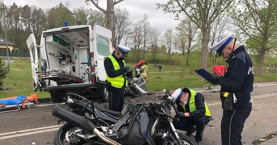 Dwie osoby zginęły, a cztery zostały ranne w wypadku na drodze krajowej nr 21 Bydlinie między Ustką a Słupskiem na Pomorzu. Droga jest zablokowana.