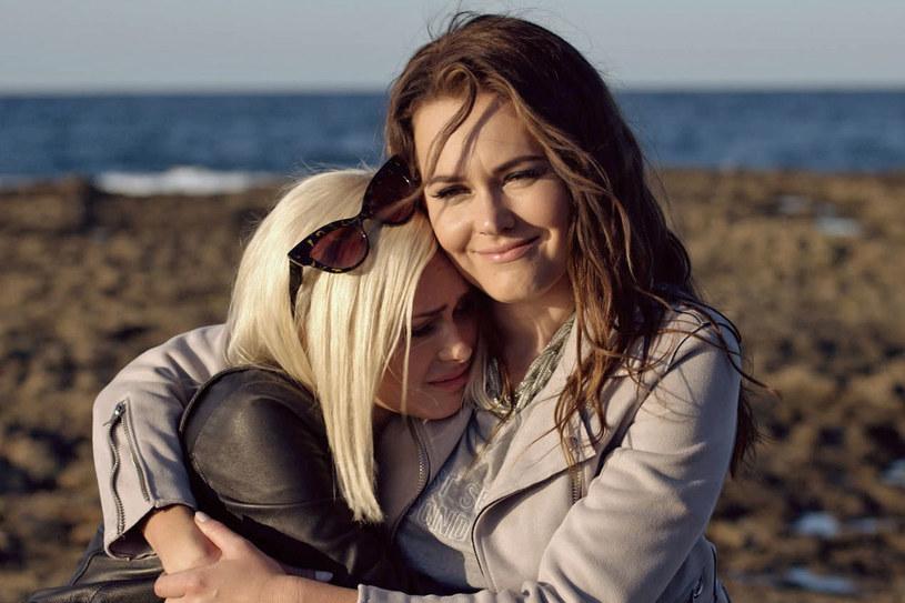 """""""W sierpniu mieliśmy być wszyscy we Włoszech, ale już wiemy, że tak się nie stanie"""" - zdradziła Magdalena Lamparska w rozmowie z Anną Marią Sieklucką. Aktorki wspominały też pracę na planie """"365 dni"""", od której zaczęła się ich przyjaźń."""
