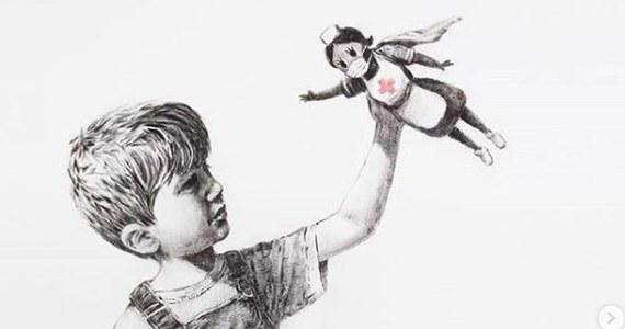 Pojawiło się nowe dzieło Banksy'ego. Tajemniczy brytyjski artysta umieścił je na korytarzu szpitala w mieście Southampton.