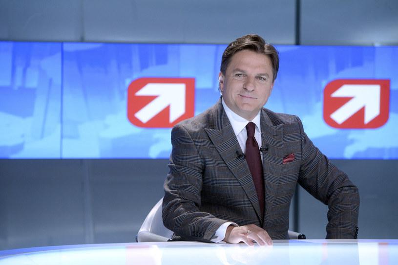 """Bogdana Rymanowskiego, prezentera """"Wydarzeń"""" Polsatu, epidemia również zmusiła do pracy w zmienionych warunkach. Jak to wpłynęło na życie dziennikarza?"""