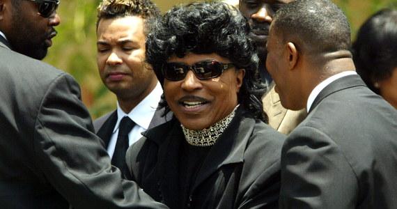 """Little Richard, piosenkarz, pianista i pastor, uważany za jednego z pionierów rock and rolla, zmarł w sobotę w wieku 87 lat - poinformował na swojej stronie internetowej magazyn """"Rolling Stone"""", powołując się na syna artysty."""