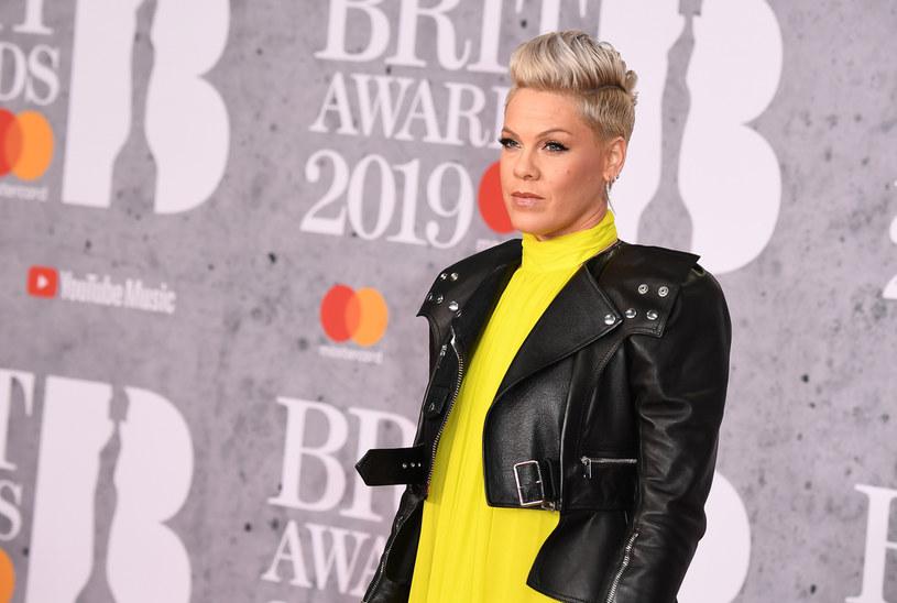 Na początku kwietnia piosenkarka pop, Pink, poinformowała, że ona i jej syn zmagali się z koronawirusem.