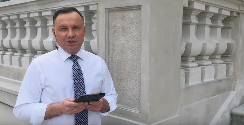 Andrzej Duda pochwalił się swoją zwrotką w ramach akcji #Hot16Challenge. Nagranie z  udziałem prezydenta Polski błyskawicznie zaczęło podbijać sieć.