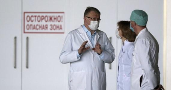 W Federacji Rosyjskiej liczba zakażeń koronawirusem sięgnęła 232 243. Ostatniej doby wykryto 10 899 nowych przypadków. Tym samym Rosja znalazła się na drugim miejscu na świecie, za USA, pod względem liczby zachorowań.