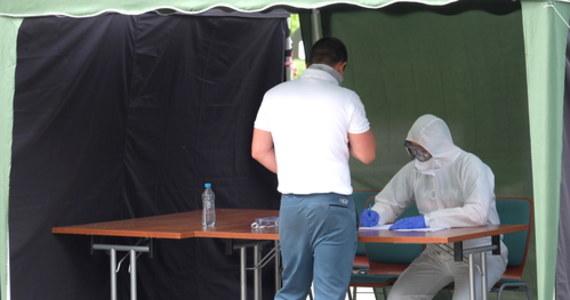 Obecnie sytuacja na Śląsku jest już pod kontrolą. Mamy kilkanaście tysięcy osób zbadanych, z których 600 miało wynik pozytywny, to ok. 5 proc. z przetestowanych - powiedział wiceminister zdrowia Janusz Cieszyński.