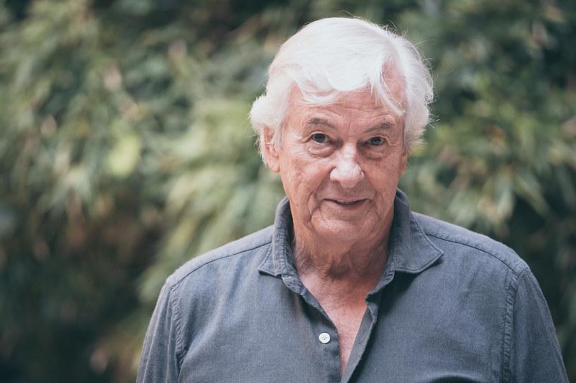 """Paul Verhoeven, legendarny holenderski reżyser, który w lipcu skończy 82 lata, nie wybiera się na emeryturę. Nie marnuje też czasu i w oczekiwaniu na premierę swojego najnowszego filmu """"Benedetta"""", już pracuje nad kolejnym projektem. Będzie to serialowa adaptacja powieści """"Bel Ami"""" Guya de Maupassanta."""