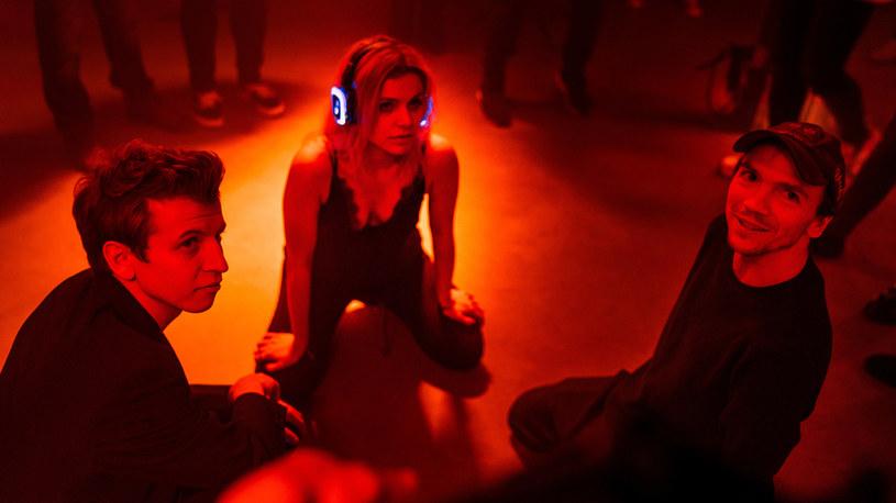 """Rola Gabi, którą zagrała w najnowszym filmie Jana Komasy, przyniosła jej rozgłos i mnóstwo pochwał. Ale wcielenie się w tę postać nie było łatwe. Vanessa Aleksander opowiedziała, ile wysiłku musiała poświęcić, by przygotować się do zagrania w drugiej części """"Sali samobójców""""."""