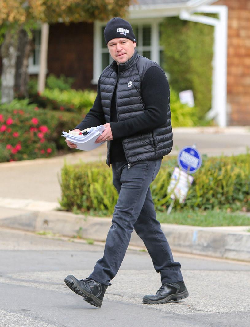 Pandemia zastała Matta Damona w Dublinie, gdzie kręcił swój nowym film. Wraz z żoną i trzema córkami przebywa tam od ponad dwóch miesięcy. Jego najstarsza córka jest natomiast w Nowym Jorku, gdzie studiuje. Jak przyznał, chorowała ona na koronawirusa, ale jest już zdrowa.