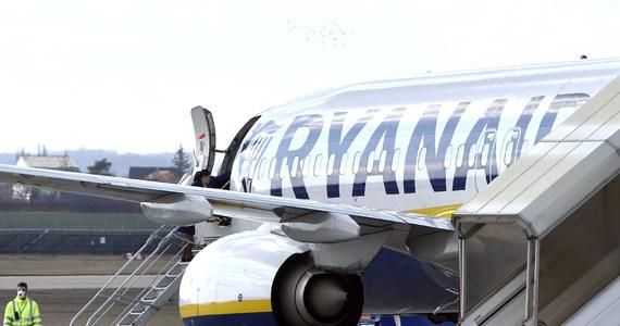 Największy europejski przewoźnik lotniczy, linie Ryanair, planuje uruchomić 40 proc. rejsów z początkiem lipca. Ma wznowić loty z 80 lotnisk na kontynencie.