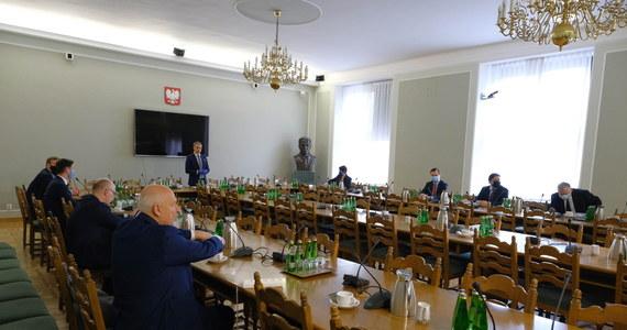 Zorganizowany przez Lewicę okrągły stół na temat wyborów prezydenckich, to pierwsze takie spotkanie przedstawicieli opozycji i PiS od sześciu lat, w tym sensie to przełom - powiedział w czwartek przewodniczący SLD, wicemarszałek Sejmu Włodzimierz Czarzasty.