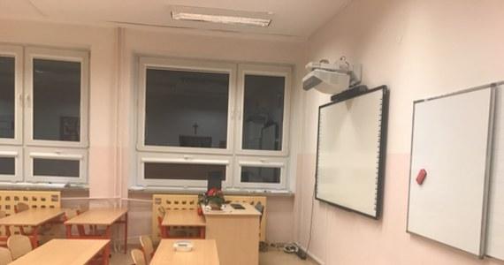 Przedstawiciel Ministerstwa Edukacji Narodowej zabrał głos w sprawie powrotu uczniów do szkół. Maciej Kopeć w wywiadzie zdradził szczegóły rozporządzenia, które wkrótce zostanie wydane w tej sprawie.