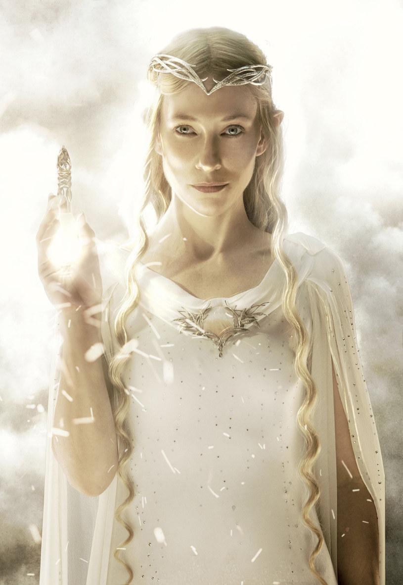 """Fanom ekranizacji kultowej prozy J.R.R. Tolkiena Cate Blanchett na zawsze kojarzyć się będzie z dostojną elfką Galadrielą. W udzielonym niedawno wywiadzie aktorka wyznała, że była blisko zagrania w filmie """"Hobbit: Niezwykła podróż"""" kobiety krasnoluda. Co ciekawe, sama wyszła z tą propozycją, gdyż było to jej marzenie."""