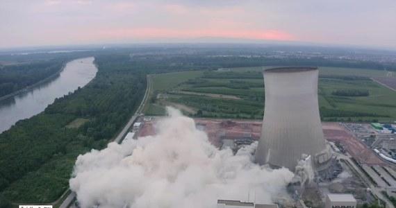 Dwie gigantyczne chłodnie kominowe zostały wysadzone w zamkniętej elektrowni jądrowej w Phillipsburgu, w południowo-zachodnich Niemczech. W każdej z nich wywiercono około 1100 otworów, które wypełniono materiałem wybuchowym.