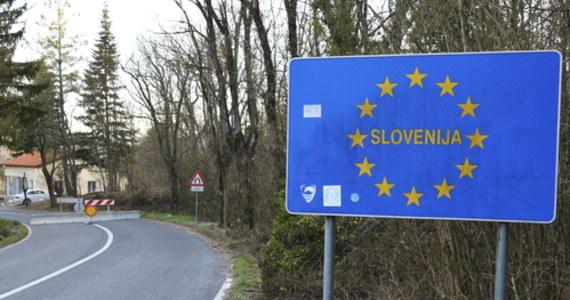 """Premier Słowenii Janez Jansza ogłosił, że jego krajowi udało się """"ujarzmić"""" koronawirusa i obwieścił koniec stanu epidemii. Od piątku podróżni z UE mogą odwiedzać Słowenię bez konieczności odbywania kwarantanny."""