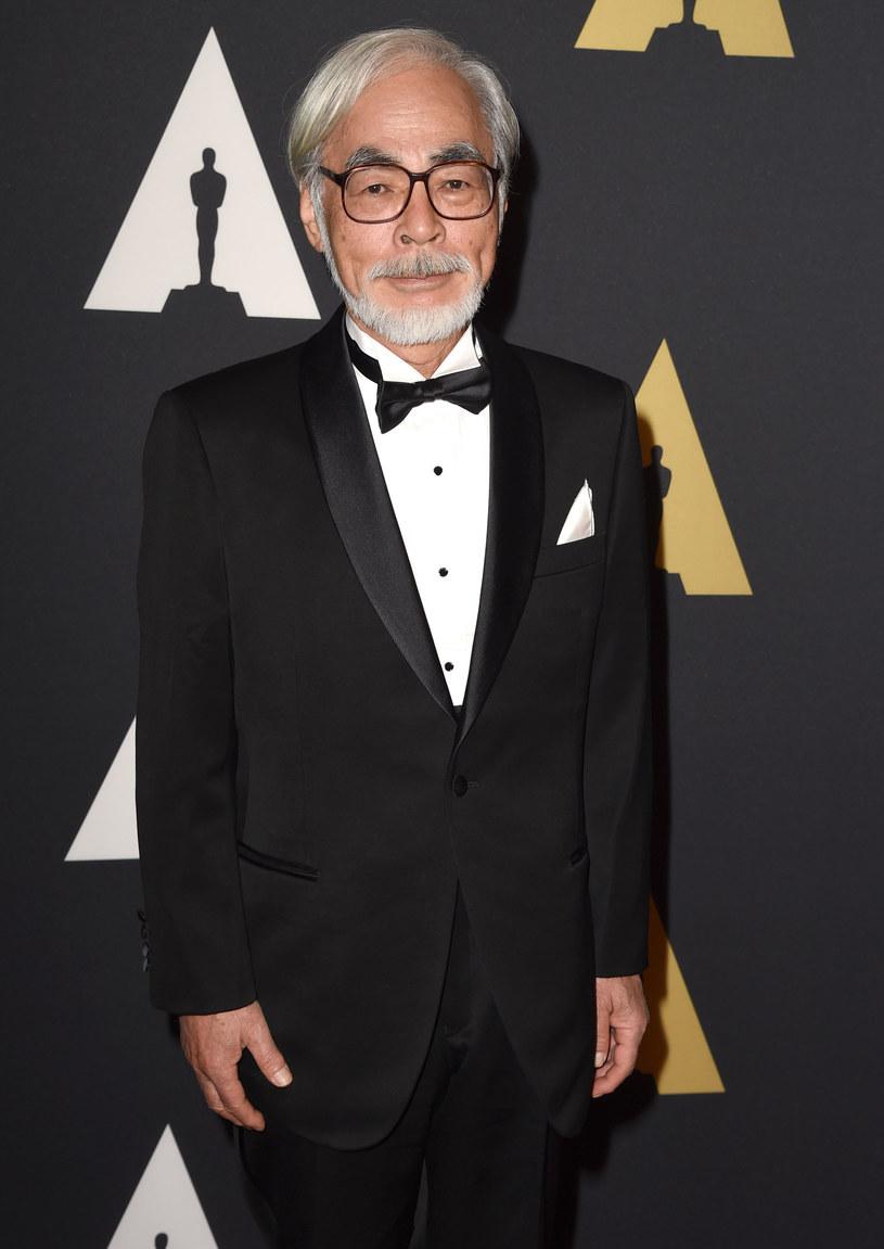 """Legendarny japoński twórca Hayao Miyazaki nie zamierza iść na skróty, a jego najnowszy film powstaje w formie klasycznej, ręcznie malowanej animacji. W czasach, kiedy większość filmów animowanych przygotowywanych jest przy pomocy animacji komputerowej, produkcja studia Ghibli wciąż tworzona jest tak, jak dawniej. Z tego powodu na nowy film Miyazakiego zatytułowany """"How Do You Live?"""" trzeba będzie poczekać jeszcze kilka lat."""