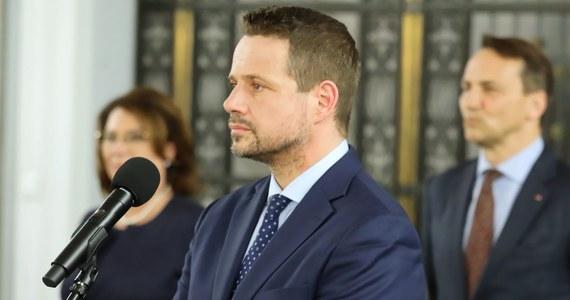 To była trudna decyzja. Jestem związany z Warszawą od dziecka. Tutaj się urodziłem i tutaj się wychowałem - mówił Rafał Trzaskowski w nagraniu opublikowanym w piątek wieczorem na Facebooku. Prezydent Warszawy tłumaczył mieszkańcom stolicy, dlaczego zdecydował się wziąć udział w wyborach na prezydenta RP.