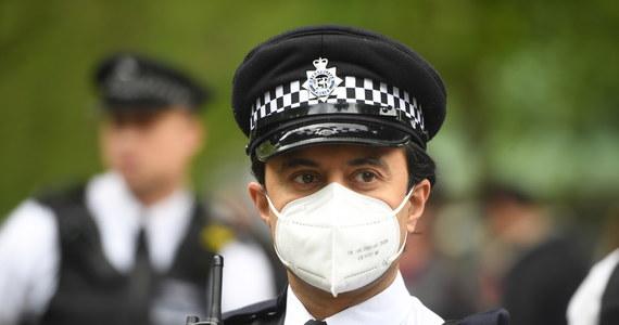 """Brytyjski premier Boris Johnson przyznał, że ludzie mogą być sfrustrowani złożonością nowych wytycznych wprowadzanych w czasie znoszenia restrykcji związanych z epidemią koronawirusa. Zapowiedział też, że chciałby od lipca powrotu do - jak to ujął - """"prawie normalności""""."""