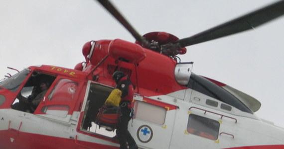 Dwa niedzielne wypadki w Tatrach. Ratownicy TOPR polecieli pod Zawrat, a zaraz potem pod Przełęcz Szpiglasową. Obaj poszkodowani zostali przewiezieni zostali do szpitala.