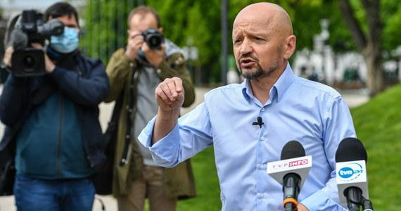 Senator Jacek Bury (KO) wystąpi do MSWiA o materiały z sobotniej manifestacji przedsiębiorców w Warszawie, podczas której, jak twierdzi, został zatrzymany przez policję. Stołeczna policja utrzymuje, że senatora nie zatrzymano.