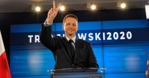 Podczas kampanii cały czas będę zarządzał Warszawą, na szczęście można to robić zdalnie, a jeśli będę wyjeżdżał, będę brał urlop - tak kandydat KO na prezydenta Warszawy Rafał Trzaskowski odpowiedział na pytanie, jak będzie godził kampanię ze sprawowaniem urzędu prezydenta miasta.